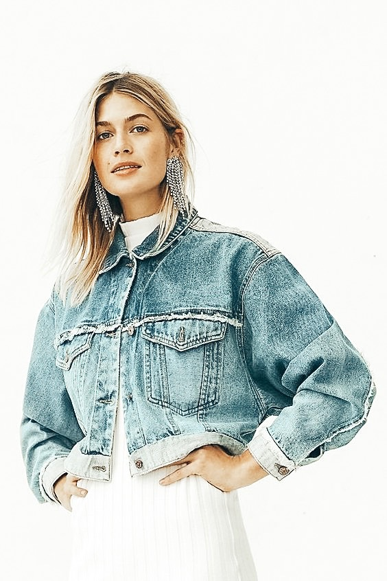 Favourite Fall Outfits in 2019 : The Jean Jacket #falllooks #fallstyle #casualstyle #streetwear #fallfashion @britstrawbridge